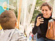 เตือนภัย! 7 พฤติกรรมโซเชียล ของคุณ ที่ เป็นอันตราย ต่อลูก ไม่รู้ตัว