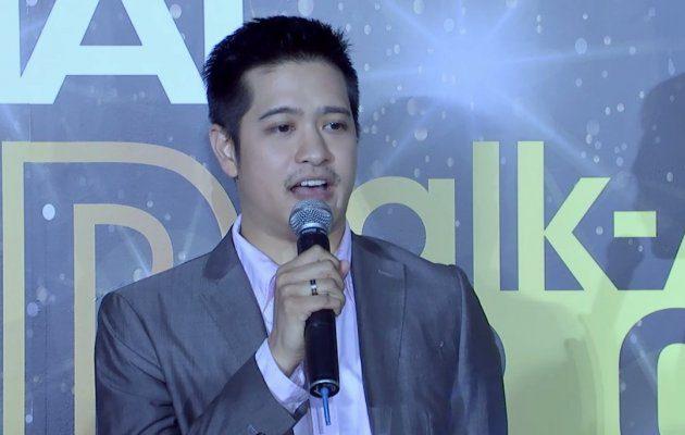 ผู้กำกับ วัยแสนสาแหรกขาด เดินพรมแดง ในงานประกาศผลรางวัล MThai Top Talk-About 2017