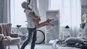 เจอแล้วกอดไว้ให้แน่น 8 สัญญาณรักแท้ ที่บอกว่าแฟนหนุ่มรักคุณมาก