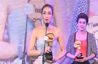 [HD] แม่นุ่น สุพัฒชา - แคทรียา อิงลิช - เชฟนูรอ โต๊ะมณี ได้รับรางวัล MThai Top Talk Lady 2014