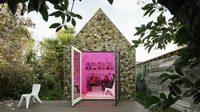 แบบบ้านสำเร็จรูปขนาดเล็ก สายรักษ์โลก พร้อมสวนแนวตั้ง บนผนังสามมิติ