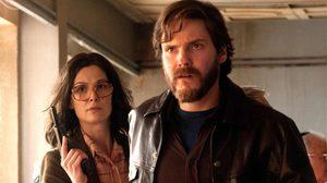 แดเนียล บรูห์ล – โรซามันด์ ไพก์ เผยความรู้สึกที่ได้บุกจี้เครื่องบิน ในหนัง 7 Days In Entebbe