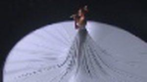 เจนนิเฟอร์ โลเปซ ในชุดเดรสสีขาว เกิดอะไรขึ้นกับชุดนี้ ผู้ชมถึงกับตะลึง!