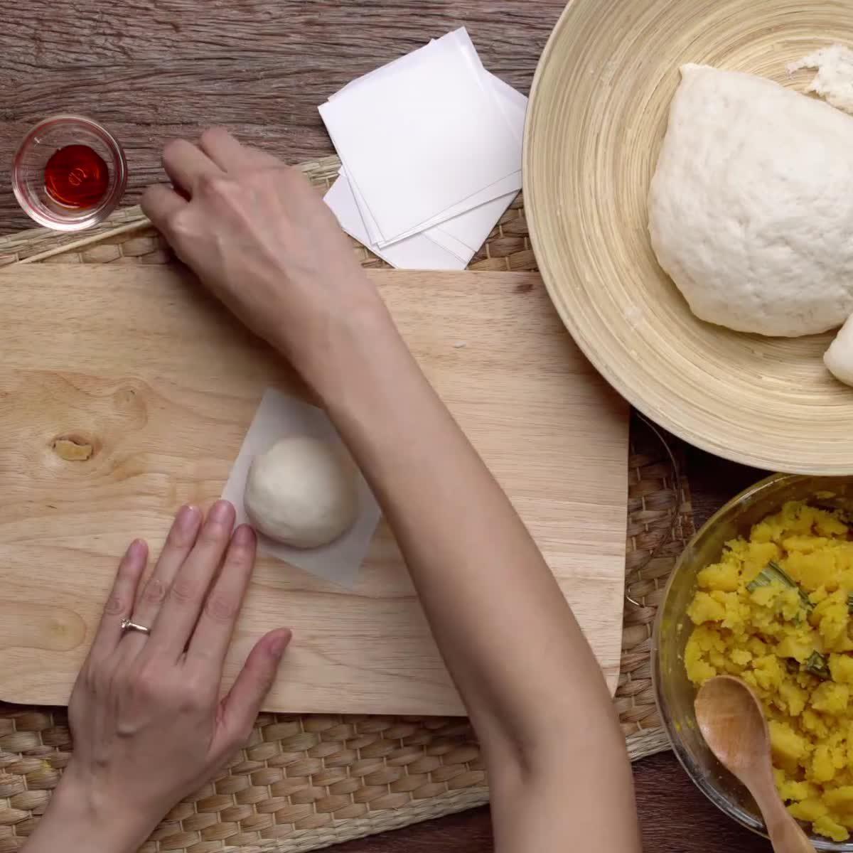 """วิธีทำ ซาลาเปาไส้ครีม กินข้าวกัน by """"แม่อ้อ"""""""