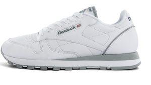 อย่าพลาด!! ไอเทมของคุณหนุ่มๆ รองเท้าผ้าใบสีขาว minimal style