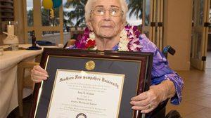 สุดยอด! คุณยายวัย 94 จบการศึกษาจากวิทยาลัย ด้วยเกรดเฉลี่ย 4.0