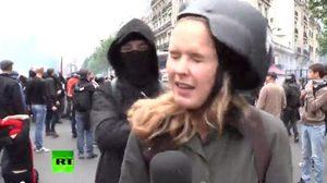 นักข่าวถูกชายชุดดำตบหน้าขณะรายงานสดกลางม็อบกรุงปารีส (ชมคลิป)