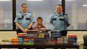 น่าชื่นชม! เด็กชาย 9 ขวบ ขอนำเงินเก็บ ซื้อหนังสือให้นักโทษในเรือนจำ