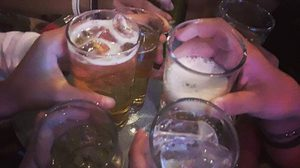 เตือนนักดื่มระวัง!! ตั้งวงกินเหล้าเสียงดัง ผิดกฎหมาย โดนปรับได้