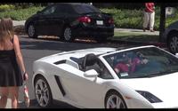 แค่มีรถก็ได้หญิง แค่รวยและมีแลมโบ สาวก็ยอมขึ้นรถง่ายๆ