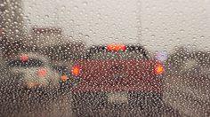 ขับรถ ขณะฝนตกหนัก ไม่ต้องเปิด ไฟฉุกเฉิน ย้ำ ไม่ต้องเปิด ไฟฉุกเฉิน !!