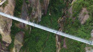 จีนสร้างสะพานกระจก ที่ยาวและเสียวที่สุดในโลก