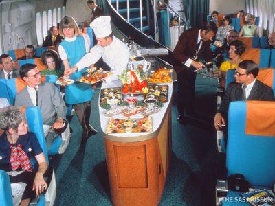 ภัตตาคารลอยฟ้า! อาหารสุดอลังที่เสิร์ฟบนเครื่องบนบินในอดีต