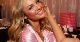 candice-swanepoel-makeup-backstage-victorias-secret-fashion-show