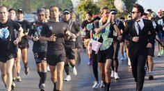 """ประมวลบรรยากาศการวิ่ง """"ก้าวคนละก้าว"""" ในวันที่ 9 ของ ตูน บอดี้สแลม"""