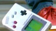 สื่ออเมริกา ทดลอง Drop Test โยนเครื่องเกมส์ GameBoy