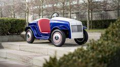 หนึ่งปีแรกแห่งงานบริการของรถยนต์ Rolls-Royce คันเล็กที่สุด