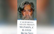 """เจ้าลัทธิสังหารหมู่ """"ชาร์ลส์ แมนสัน"""" เสียชีวิตในวัย 83 ปี"""
