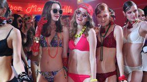แซ่บเวอร์!! ศรีริต้า เจนเซ่น พาสาวๆมาปาร์ตี้ใน ชุดว่ายน้ำ และ ชุดชั้นใน สุดเซ็กซี่