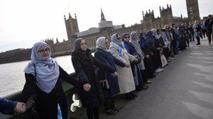 ผู้หญิงจำนวนมาก รวมตัวที่สะพานเวสต์มินสเตอร์ ไว้อาลัยเหยื่อก่อการร้าย