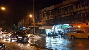 ดึกแล้วยังไม่เลิกท่วม ! ฝนถล่ม งามวงศ์วาน แคราย ประชาชื่น น้ำยังท่วมขัง