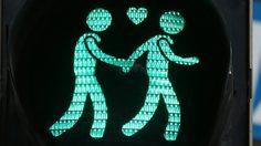 ยกเลิกการใช้ สัญญาณไฟข้ามถนนธีมรักร่วมเพศ ในเมืองลินซ์ ประเทศออสเตรีย