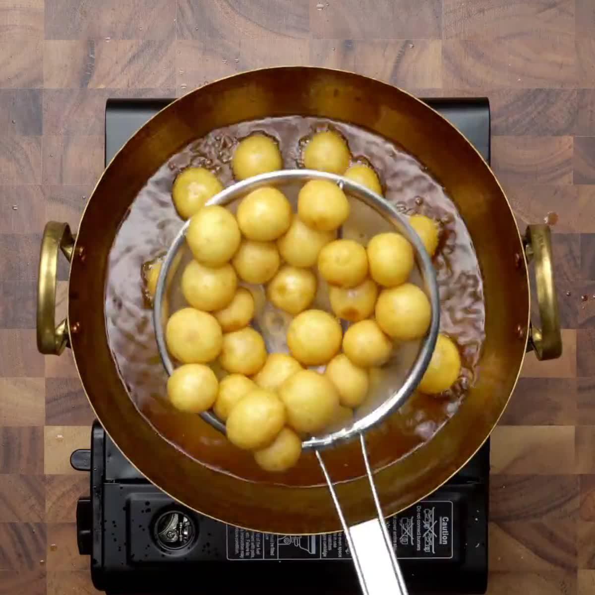 """วิธีทำ ขนมไข่นกกระทา กินข้าวกัน by """"แม่อ้อ"""""""