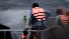 เผยคลิปนาที ทะเลอันดามันคลั่ง!! ซัดเรือล่มภูเก็ต