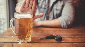 10 วิธีเลิกดื่มสุราด้วยตนเอง ดีต่อใจ ดีต่อตับ