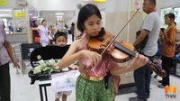 ชื่นชม!! 'น้องอองซาน' นักไวโอลินรุ่นจิ๋ว เล่นดนตรีหาทุนให้โรงพยาบาล
