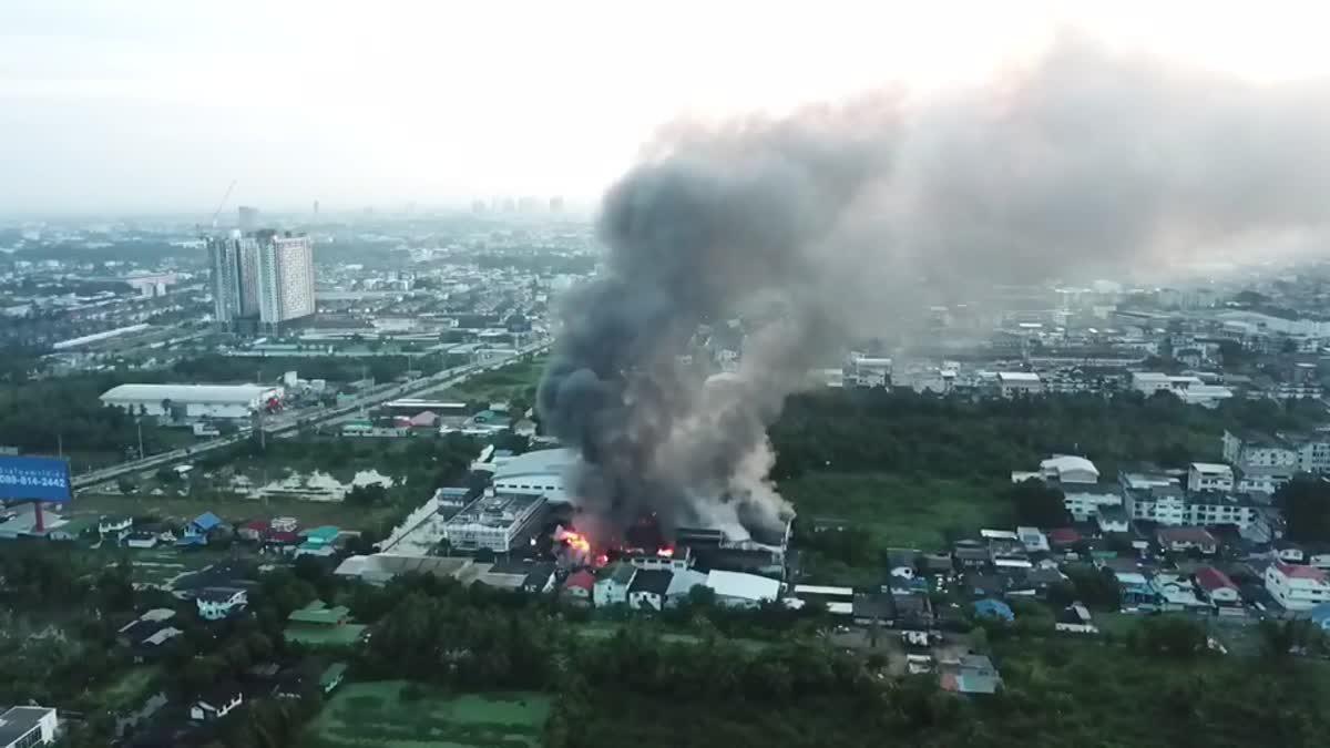 คลิปเหตุการณ์ไฟไหม้โรงงานรองเท้าบูธ ย่านบางบอน (15-10-60)
