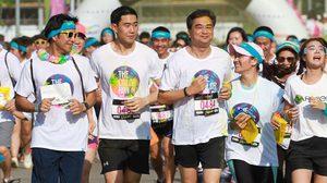 'อภิสิทธิ์' นำสมาชิกพรรคประชาธิปัตย์ ร่วม The Color Run Thailand วิ่งสาดสี