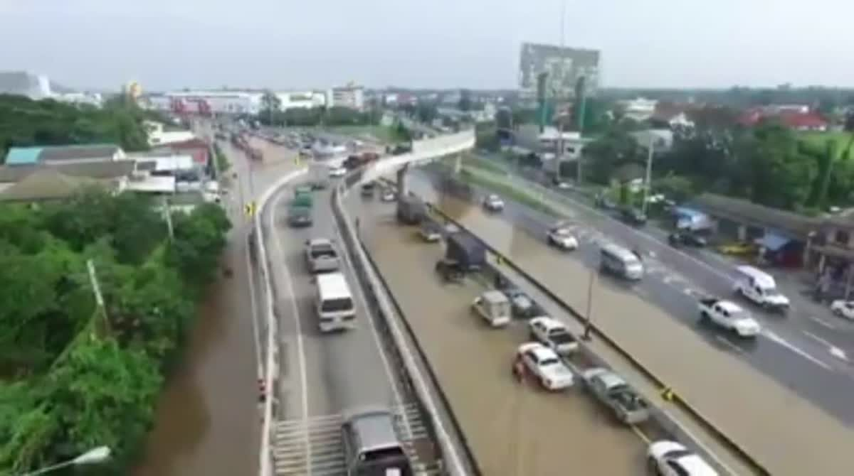 สถานการณ์อุทกภัย บนถ.เพชรเกษม จ.เพชรบุรี ประจำวันที่ 24 พ.ย. 2560
