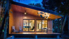ชื่นใจแทน! บ้านโมเดิร์น แสนสวยจากคุณลูกนักออกแบบ สู่คุณพ่อวัยเกษียณ