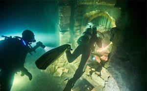 เนรมิตเมืองใต้น้ำจริง ไม่ใช้กราฟิกใด ๆ!! ความสวยงามภายใต้ความระห่ำในหนัง Renegades
