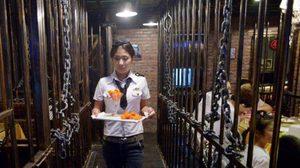 ร้านอาหารธีมโหด กินข้าวในคุกจีน