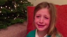 กลั้นน้ำตาไม่อยู่ เมื่อสาวน้อยได้ของขวัญคริสต์มาส สุดเซอร์ไพรส์
