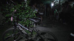 ชาวบ้านรุดช่วย ด.ช.วัย 12 หลังพบปั่นจักรยานข้ามจังหวัดไปหาย่า