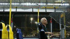 ผวา ! รถรับส่งนักข่าวถูกโจมตี ขณะเดินทางไปสนามกลางแข่งขันโอลิมปิก