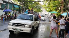 เช็กเส้นทาง ถนนเมืองกรุงเส้นไหน ห้ามจอดรถเล่นน้ำ รถขนน้ำเข้า ฝ่าฝืนจับปรับตามระเบียบ!!