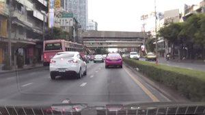 หวาดเสียว! รถเมล์สาย 182 ปาดซ้ายขวา ไม่ห่วงผู้โดยสารที่นั่งอยู่