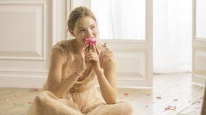 """การออกเดินทางครั้งใหม่ ของหญิงสาวผู้สดใส พร้อมแรงบันดาลใจจาก """"อาร์ทิสทรี ฟลอรา ชิค"""""""