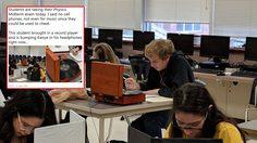 เมื่อ อาจารย์ สั่งห้ามเอามือถือเข้ามาในห้องสอบ ความกวนของนักเรียนเลยเกิดขึ้นแบบฮาๆ