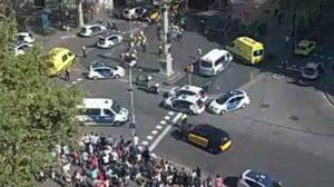 รถตู้พุ่งชนคนในเมืองบาร์เซโลนา ประเทศสเปน พบบาดเจ็บอื้อ