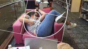 นักศึกษาสาวเจอเหตุการณ์แบบนี้ คงไม่กล้าหลับในห้องสมุดไปอีกนาน