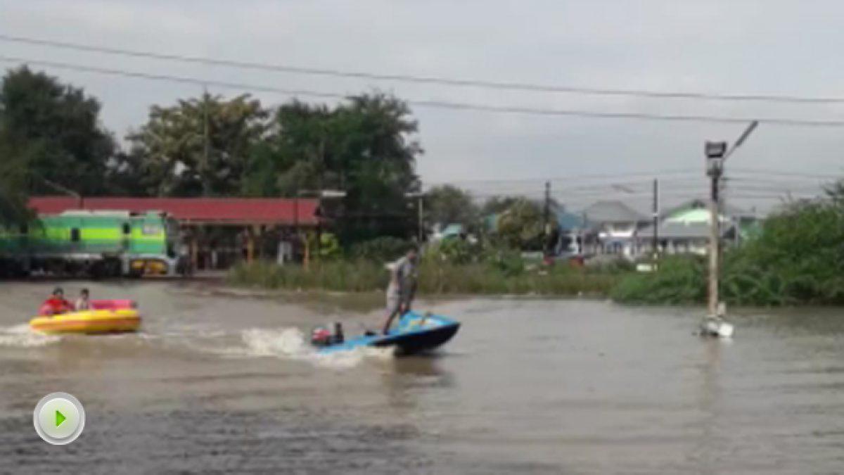 น้ำท่วม บริเวณสถานีรถไฟข้างอำเภอชะอำ (22-11-60)