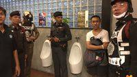 รวบหนุ่มต้องสงสัย อ้างเป็นตำรวจสันติบาล แอบติดกล้องในห้องน้ำชายสนามบอลหญ้าเทียม