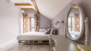 ก้าวข้ามความคับแคบ! 8 สีสดน่าลอง สำหรับ ห้องนอนเล็กๆ แต่งแล้วชิคแน่นวล