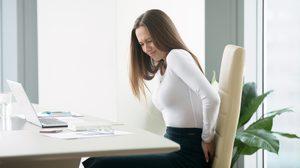 5 พฤติกรรมเคยชิน ส่งผลให้ ปวดหลัง แบบไม่รู้ตัว รู้ก่อนช่วยลดความทรมานได้
