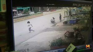 เผยคลิปวินาทีอุบัติเหตุ หญิงสาวเดินข้ามถนน ถูกรถชนเข้าอย่างจัง